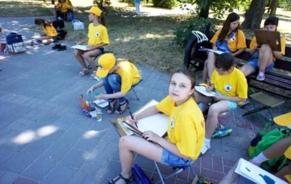 В Таганрог на пленэр приехали более 70 юных художников
