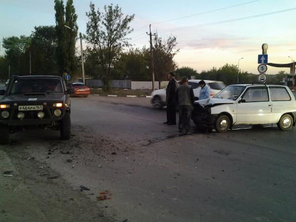 В Таганроге супружеская пара на «Оке» проверила на прочность Ниву»