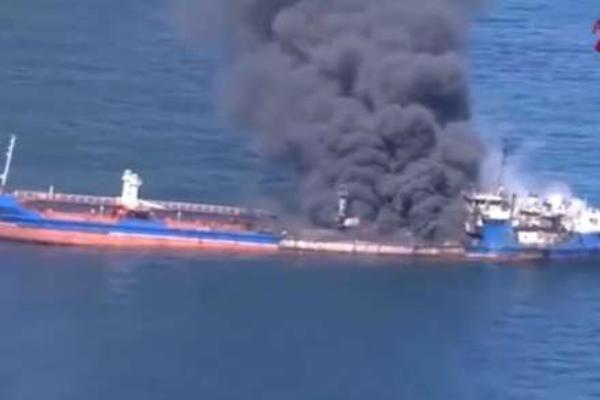 Российский танкер потерпевший бедствие в Каспийском море отбуксируют в Баку
