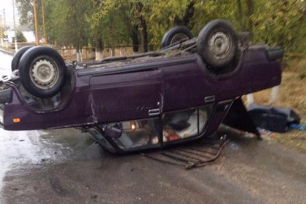В ДТП под Таганрогом перевернулся автомобиль