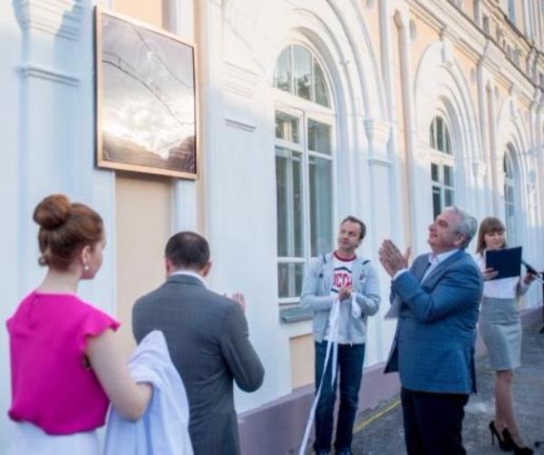 Аркадий Дворкович открыл в Таганроге мемориальную доску Ивану Айвазовскому