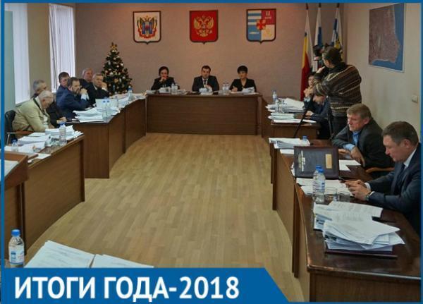 Текучка кадров, отписки и даже поимка на взятке: итоги работы властей Таганрога в 2018 году
