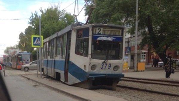 В Таганроге трамвай сбил девушку-меломанку
