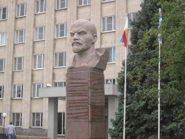 В Администрации Таганрога изобрели новый метод крепления гранита