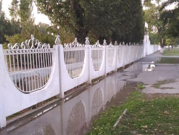 С первыми заморозками полопались трубы водовода в Таганроге