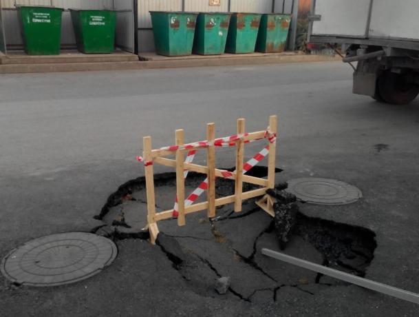 «Водоканал» рассказал о метровом провале на 1-м Новом в Таганроге