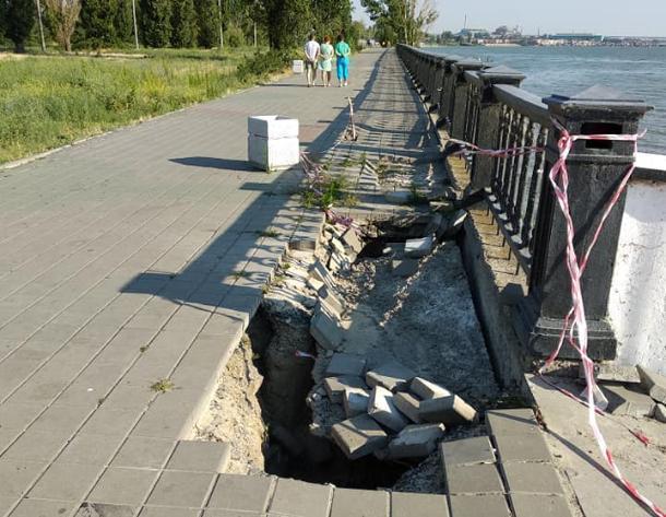 Пушкинская набережная в Таганроге разваливается на глазах