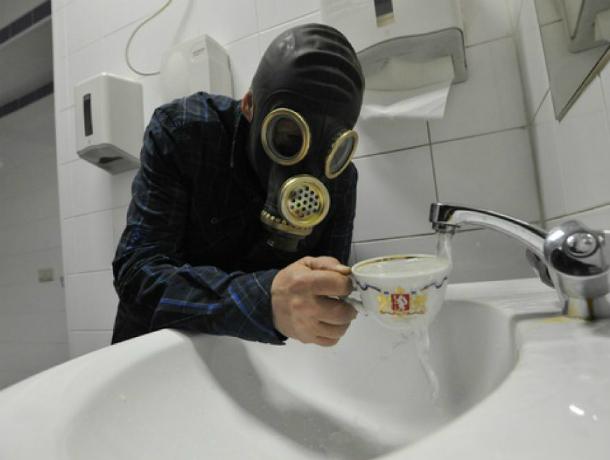 Жители пожаловались на запах воды на 1-м Новом в Таганроге