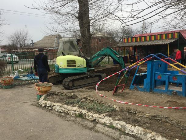 В Таганроге  появилась яма в детском саду