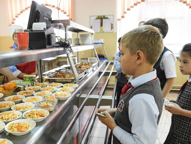 Работники образования Таганрога ищут виновных в истории с бесплатным питанием