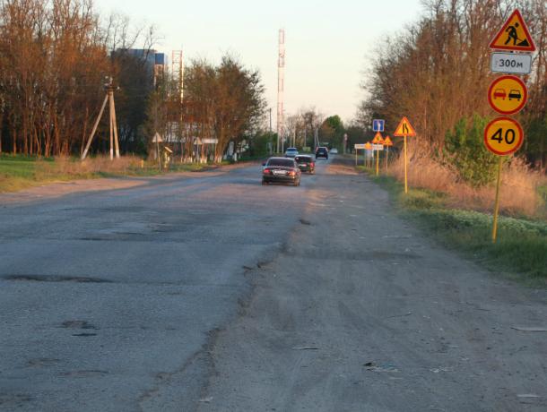 В Таганроге по 7-му Новому  заасфальтировали дорогу, а небольшой отрезок оставили