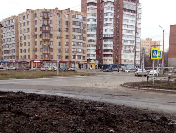 Пешеходный переход  под названием «Грязь помеси и бойся» есть в Таганроге