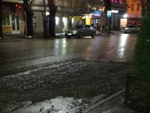 «Провал» в центре Таганрога оказался очередным ремонтом утечки