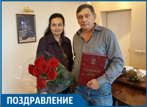 Таганрогского фотографа Сергея Копылова наградила почетной грамотой глава города