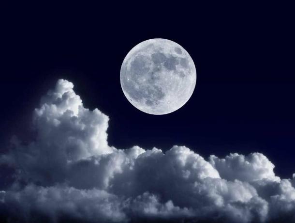 Таганрожцы могут полюбоваться «жизнерадостной» Луной