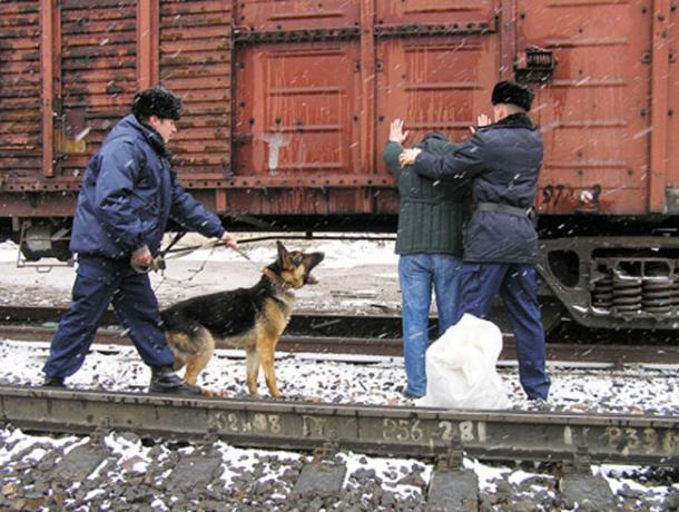 За кражу во дворе станции «Таганрог» злоумышленнику грозит до двух лет лишения свободы