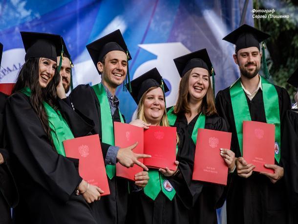 Около 2000 магистров получили дипломы в Таганроге