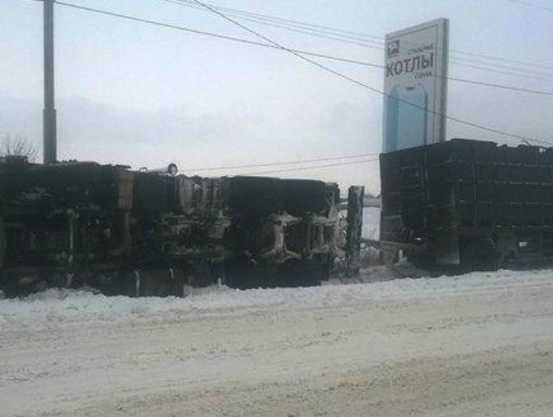 Снегопад в Таганроге оказался не по «зубам» КамАЗу
