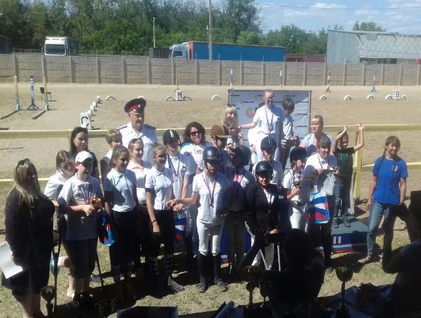 В Таганроге особенные дети состязались в Первенстве по конному спорту