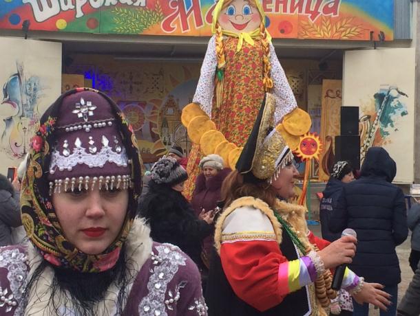 Таганрожцы  гуляют в парке им.Горького  на Масленице (фото)
