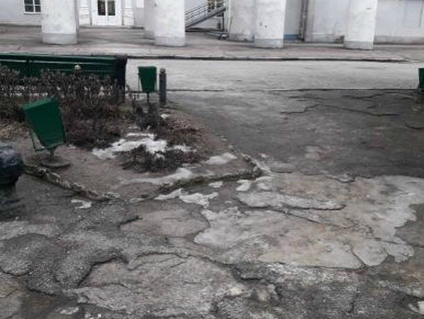 Беспокоимся за детей – не получат ли травмы возле ДК Дмитрова