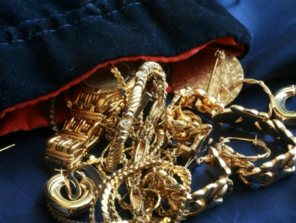 Вор-рецидивист из Таганрога украл ювелирные изделия у ростовчанки
