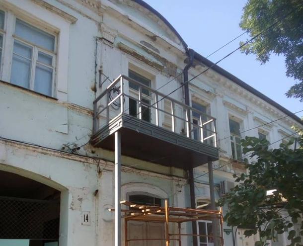 В Таганроге изуродовали старинный дом в центре города