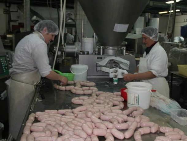 На ростовском заводе «Тавр», продукция которого продается в Таганроге, обнаружили сальмонеллу, грязь и плесень