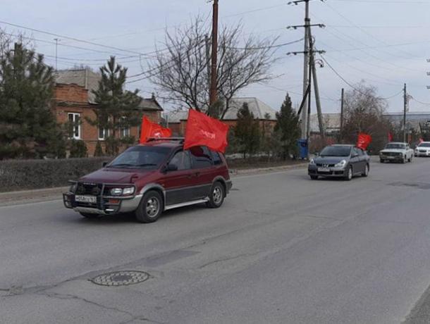 Коммунисты Таганрога заявили о себе 8 марта автопробегом