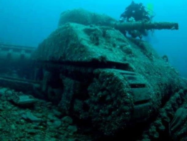 Под Таганрогом танк Т-34 не получилось поднять со дна реки, помешали снаряды