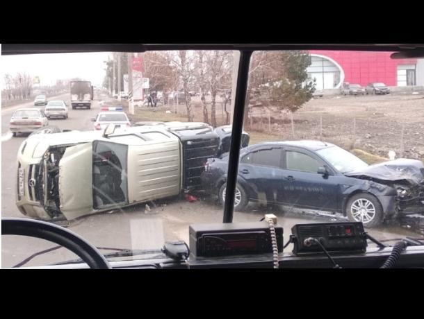 Страшное ДТП с двумя иномарками произошло на выезде из Таганрога