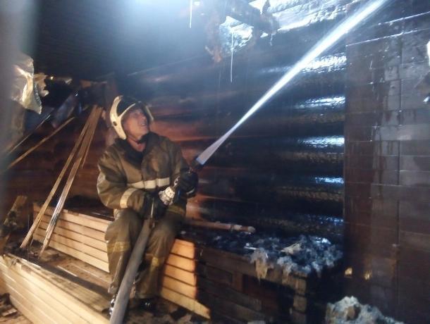 В Таганроге загорелась баня в развлекательном комплексе