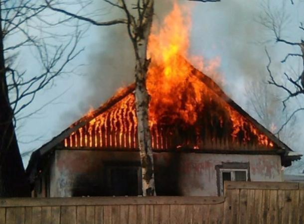В Таганроге мужчина погиб при пожаре из-за попытки согреться дома