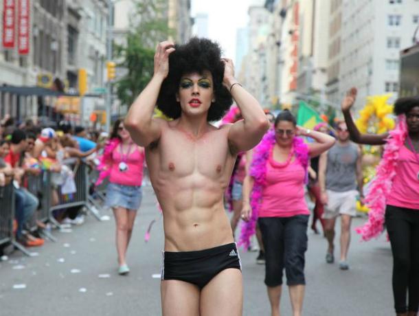 Власти Таганрога побоялись, что гей-парад снесет трамвайные пути