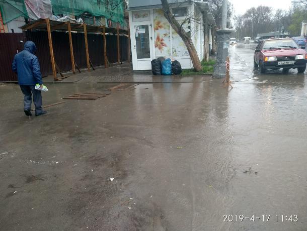В центре Таганрога стоит вода по колено, обещалкин  Куранов обманул людей