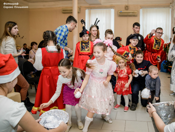 Таганрогский институт имени Чехова провел новогоднюю программу для детей-инвалидов