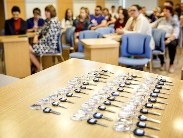 76 новоселов получили ключи от квартир в администрации Таганрога