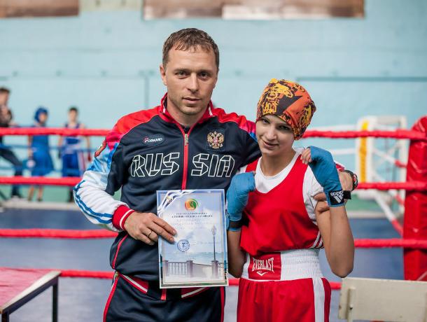 Юная таганроженка одержала победу на соревнованиях по боксу