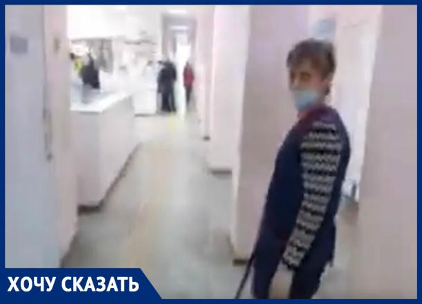 В Таганроге в одной из поликлиник гоняют пыль и микроб  вместо влажной уборки