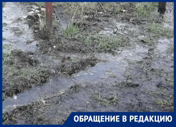 Ремонт утечки Водоканалом вызвал еще более сильный поток воды
