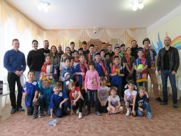 Футболисты «Ростова» посетили социальный приют в Таганроге