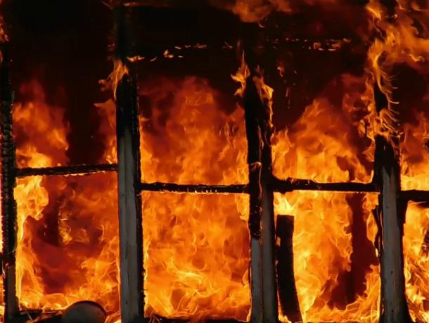 В Таганроге на Итальянском переулке произошел пожар