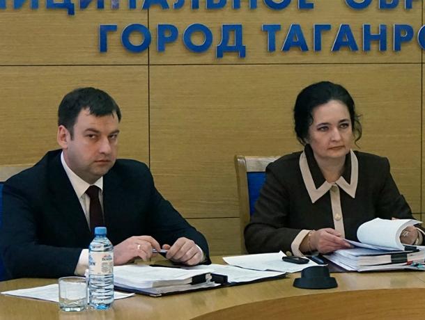 Таганрожцы высказали свое отношение к работе двух глав -  города и администрации
