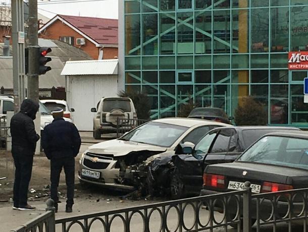 В Таганроге тройное ДТП произошло на предупреждающий сигнал светофора