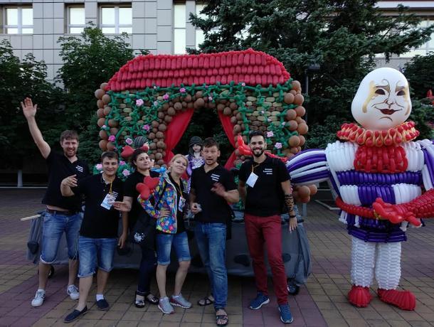 Художник из Таганрога покорил фестиваль шаров в Геленджике