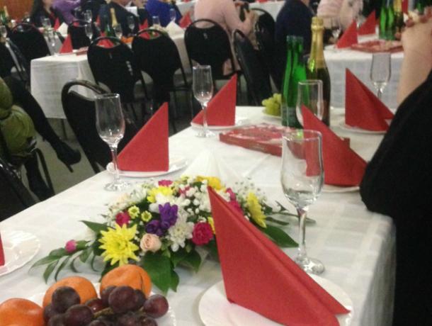 Таганроженки  остались без поздравлений, глава администрации занял помещение  ГДК под свое мероприятие
