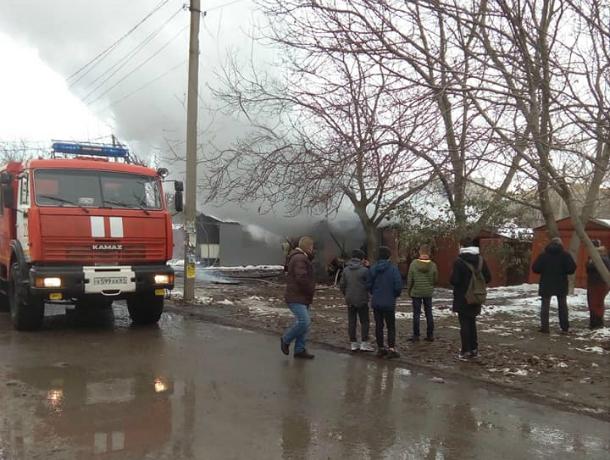 В Таганроге  произошел пожар -  сгорел гараж