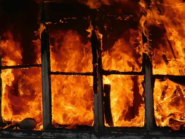 В Таганроге молодой парень поджёг дом, пытаясь скрыть следы кражи