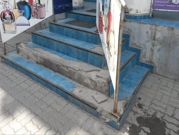 Таганрожцы возмутились состоянием ступенек в центре города