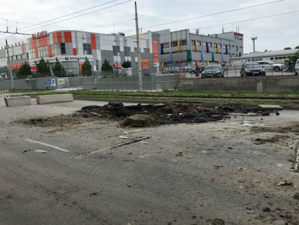 В  Таганроге коллектор вновь напомнил о себе новыми прорывами и вонью в центре города